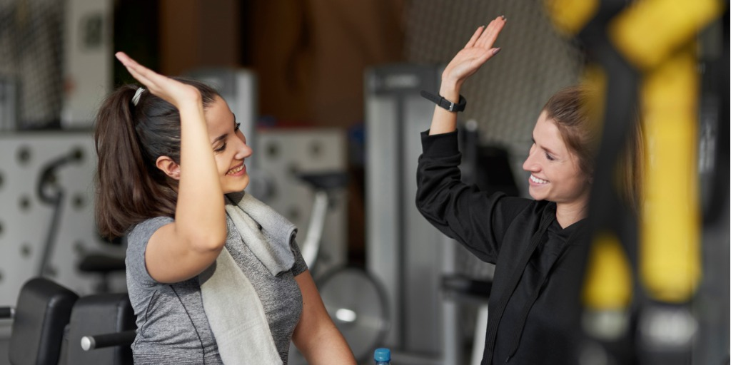 sporty-couple-high-five-at-gym-picture-id1203147552